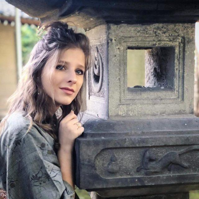 Размер третий, не меньше! 25-летняя Арзамасова на море показала роскошные прелести
