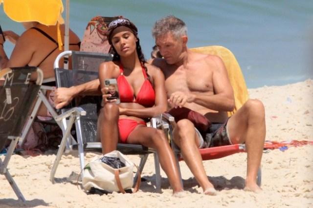 Действительно ли такие идеальные? Касселя и его молодую жену засняли без фотошопа