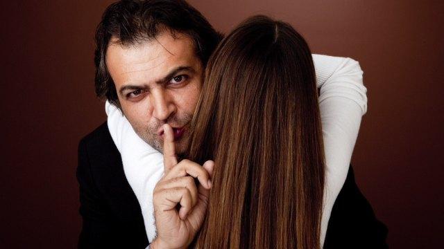 По каким признакам можно понять, что мужчина Вам изменяет или собирается это сделать