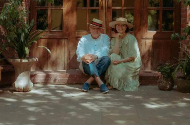 Молодая женщина рядом со стариком. Петросян показал редкое фото с четвертой женой