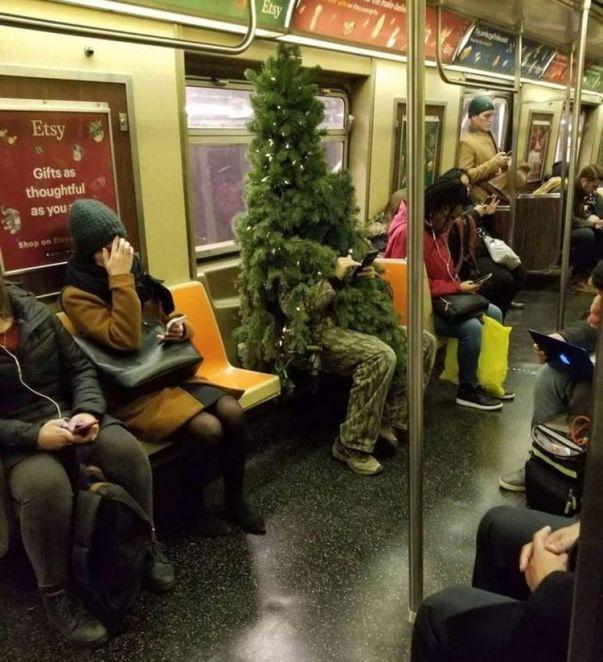 Люди в метро, которые не имеют комплексов и чувствуют себя как дома
