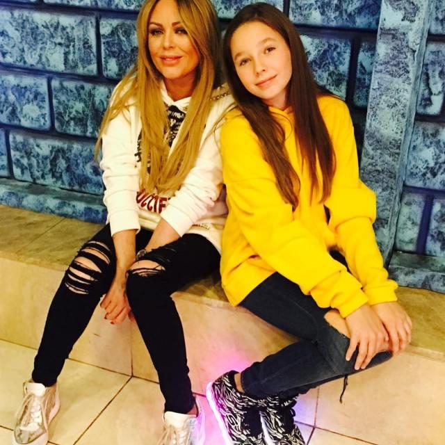 Всё больше похожа на маму: фанаты восхищены красотою дочери Началовой и Алдонина