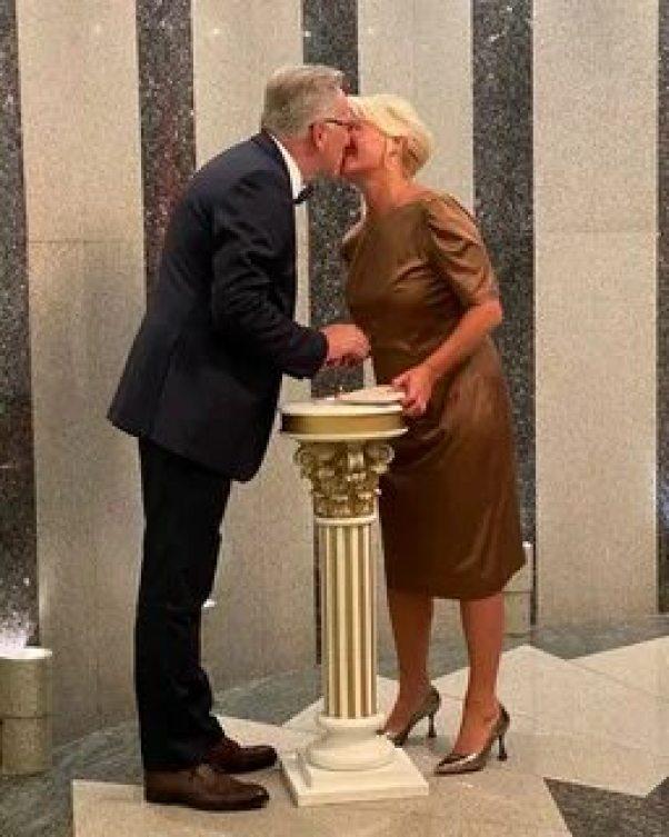 Женился на красивой блондинке. Норкин женился спустя год после кончины жены