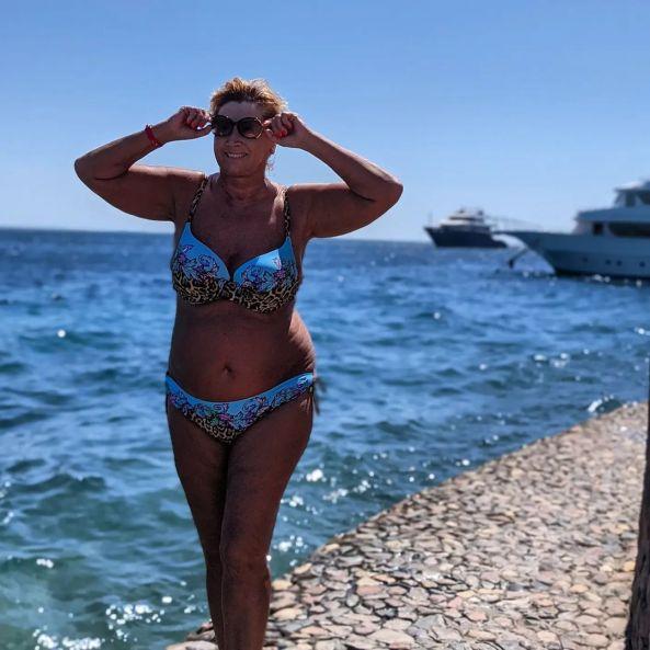 Настоящая бабуля. Бывшая жена Шаляпина показала прелести в купальном костюме