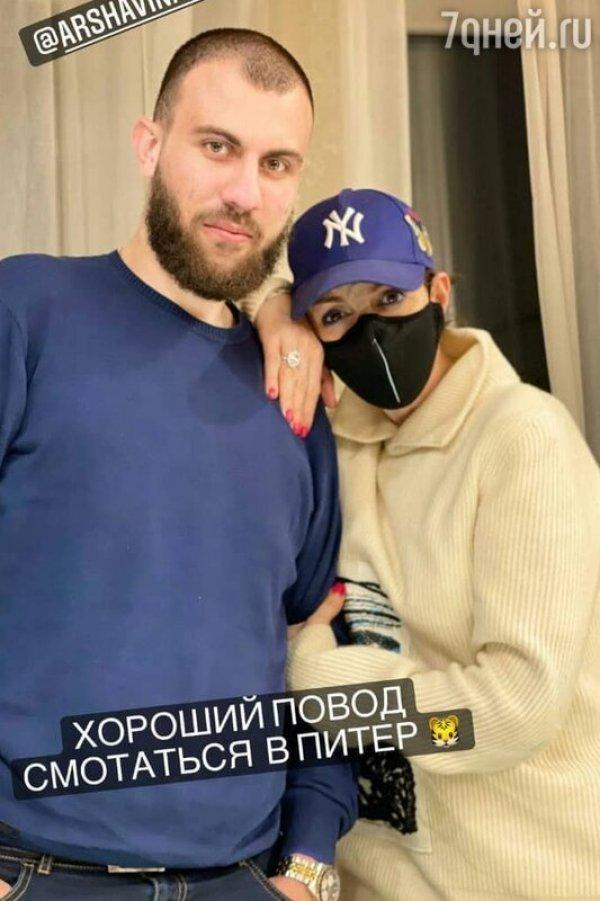 """""""С ним я спокойна"""": В сети обсуждают фото Алисы Казьминой с молодым мужчиной"""
