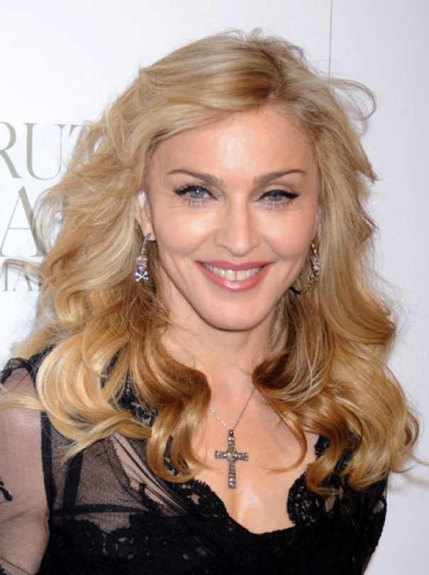 Баба-Яга. Лицо Мадонны попалось в сеть без фотошопа, певица нарвалась на критику