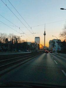 Tramtrasse Richtung Alexanderplatz mit Fernsehturm