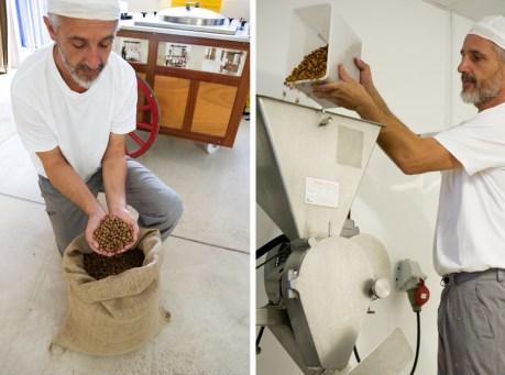 Alessandro nos muestra la chufa y empieza la elaboración