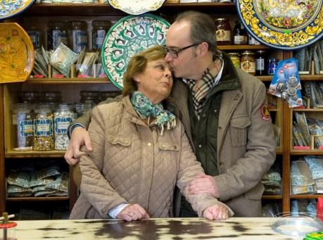 Pepe y su madre Mari Carmen se hacen cargo del negocio