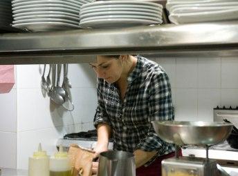 Trabajando en la cocina de Condomina 58