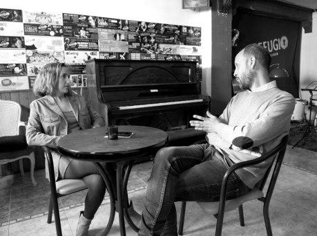 Durante la entrevista a Refugio Jazz Club