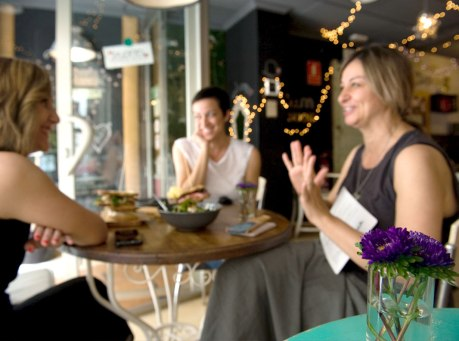 Las hermanas durante la entrevista