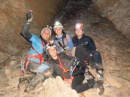 Σπήλαιο Ανεμότρυπας, Ριζώματα Ημαθείας