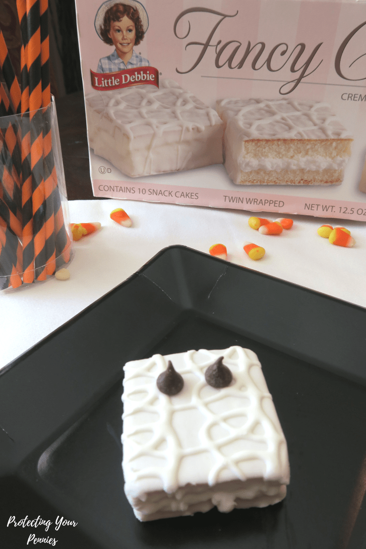 No Bake Halloween Mummy Cakes with Chocolate Chip Eyes