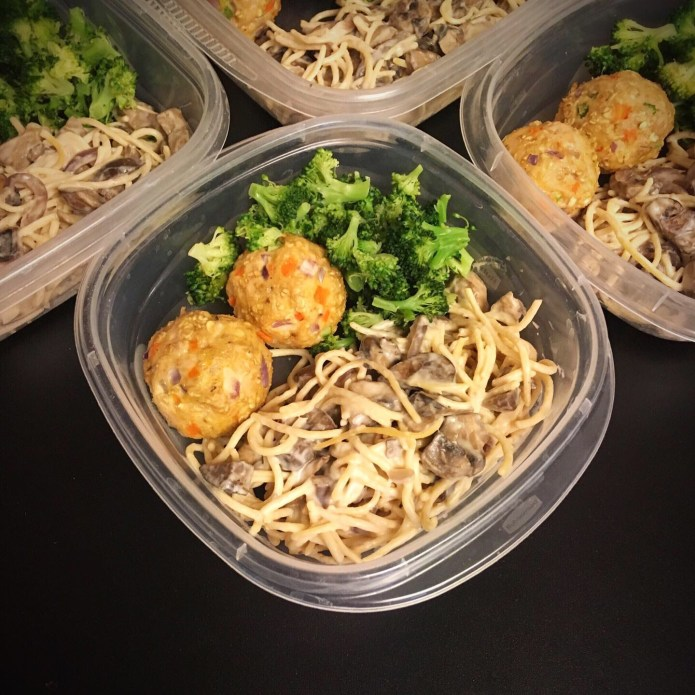 Chickpea Spaghetti with Mushrooms and Onions in an Alfredo Sauce, with Turkey Meatballs, and Broccoli