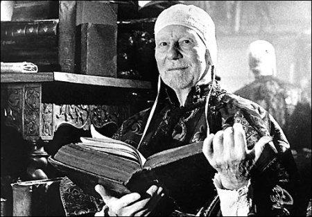 Sir John Geilgud as Prospero... with prop book