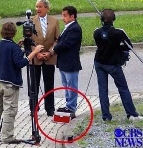 Los Presidente Sarkozy y Bush haciendo declaraciones a la prensa