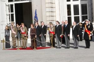 SSMM recibiendo honores a su llegada al Patio de Armas