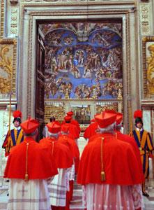 Cardenales entrando en el Cóclave en 2005