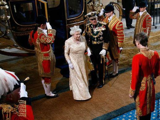 La Reina llega al Parlamento