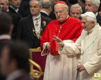 Benedicto con el Cardenal Decano