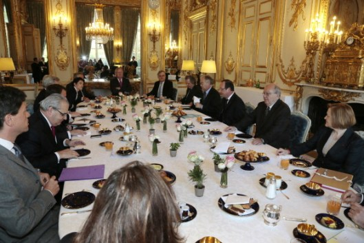 French President Francois Hollande (3R) attends a breakfast meeting with scholars and specialists of Franco-Chinese relations at the Elysee Palace in Paris on April 22, 2013.   AFP PHOTO/POOL/JACQUES DEMARTHON        (Photo credit should read JACQUES DEMARTHON/AFP/Getty Images)