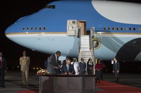 Obama en Kenia firma ante el presidente delpais