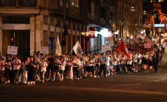 02-patriarhul-daniel-procesiunea-luminilor-si-rugaciunea-de-seara-la-ito2016-tineri-ortodocsi-11