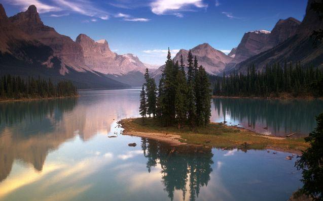 Spirit Island on Maligne Lake, Jasper National Park/Spirit Island sur le lac Maligne, parc national Jasper, Alberta