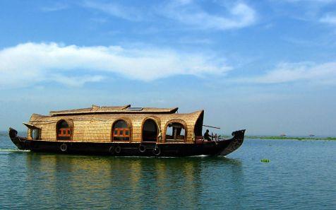 ???? ?? ?????? ????? ?? ??????? (Houseboat on the Kumarakom Back