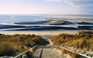 Trappen naar het strand van de Maasvlakte (Steps leading to beac