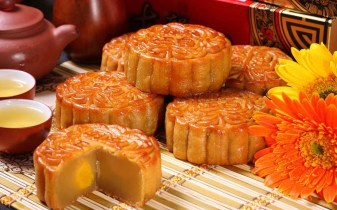 mooncake-6-popular-foods-in-mid-autumn-festival