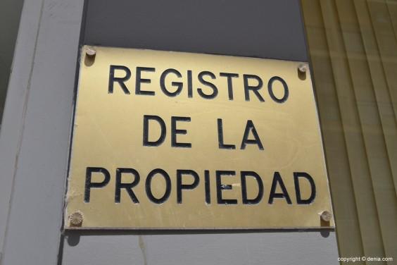 La nulidad de la ejecución hipotecaria por falta de legitimación registral.