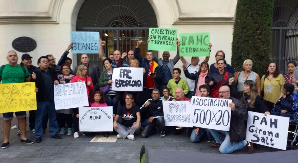 colectivos catalanes dan apoyo a 35 días de acampada PAC Badalona por el derecho a techo.