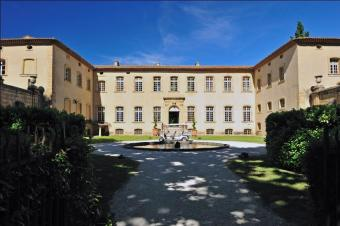 Chateau Pioline Luxury on the outskirts of Aix