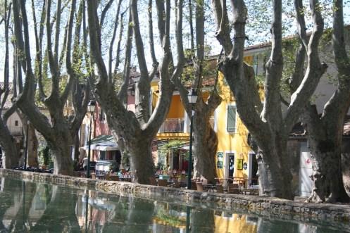 Cucuron etang Provence cafes
