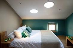 Lourmarin apartment bedroom