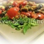Баклажаны жареные с помидорами и чесноком