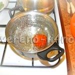 Бланшируем помидоры в кипятке