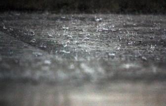雨 水しぶき