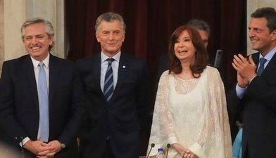 El gesto de Cristina con la lapicera que uso Macri