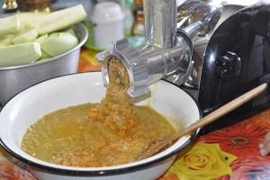 готовим кабачковую икру мясорубкой