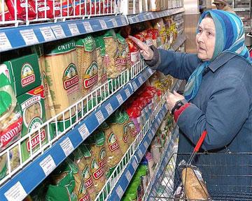 Українці купують вдвічі менше