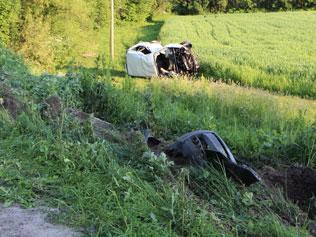 Поблизу села Озерна Зборівського району перекинулось авто і водій загинув