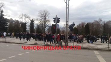 Всі чиновники Тернопільської облдержадміністрації та облради залишились без роботи (фото, відео)