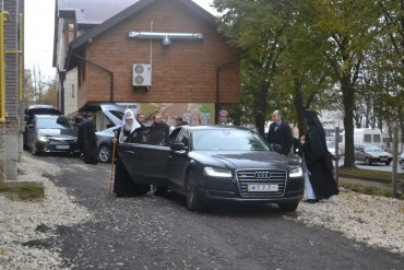 Патріарх Філарет показав у Тернополі свою нову іномарку за 3 мільйони гривень