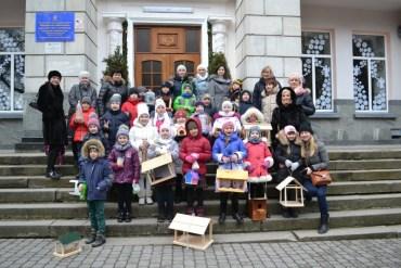 32 годівнички для птахів виготовили учні 2-Б класу тернопільської школи №3