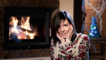 """Співачка Аничка, яка вже третій рік збирає у США кошти для поранених бійців АТО, презентувала кліп """"Щедрий вечір"""""""