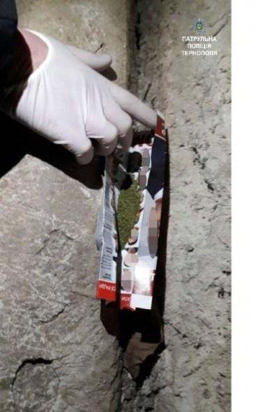 Патрульні виявили наркоманів, завдяки небайдужій тернополянці