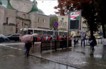 У Тернополі не можливо пройти навіть в центрі міста на головному пішохідному переході